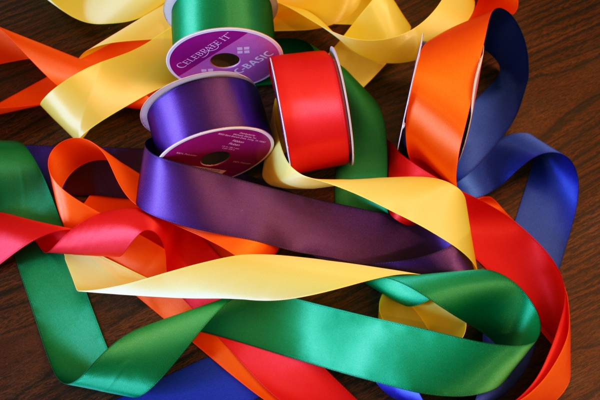 how to use ribbons for decoration